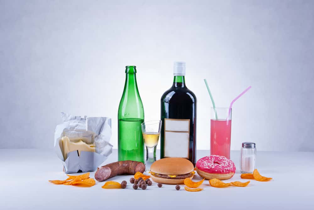 junk food should be excluded from oily skin diet