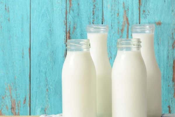 avoid dairy products to treat acne naturally at home