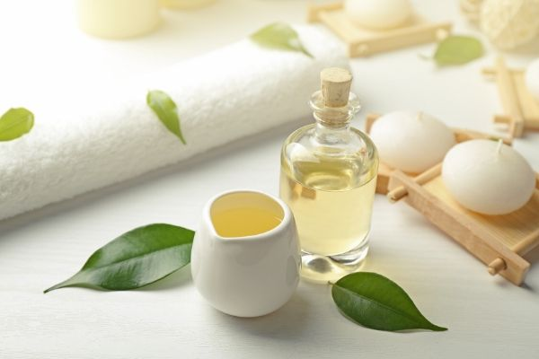 tea tree oil is a good home treatment for acne